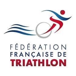 logo de la fédération française de triathlon, partenaire de l'agence Pmd, organisation de séminaire entreprise dans les PO, stages et séjours sportifs, événementiel et location de chalets